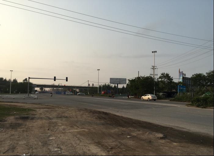 钦州市六钦高速公路收费站出口与滨海路交汇处