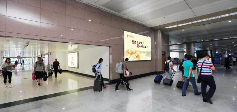 青岛机场T1出发层墙面灯箱广告(一个月)DA-Q3-T1