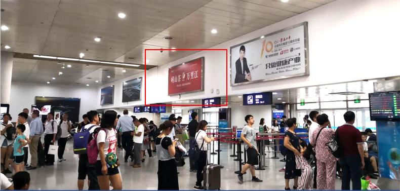 青岛机场T1出发层灯箱广告(一个月)CY-Q4-T1