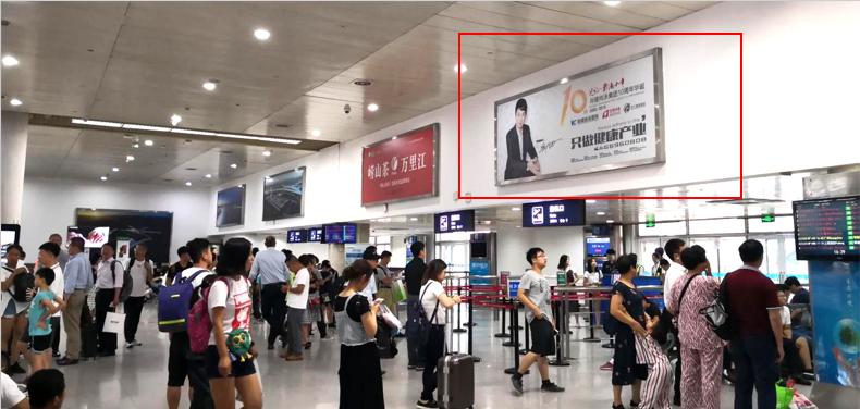 青岛机场T1出发层灯箱广告(一个月)CY-Q5-T1
