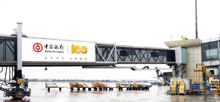 青岛机场T2出发层单透贴广告(一个月)LW10-TH17-T2、LW10-TH18-T2至LW5-TH33-T2、LW5-TH34-T2