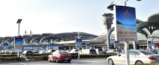 青岛机场T2到达层墙面灯箱广告(一个月)JC-Q1-T2