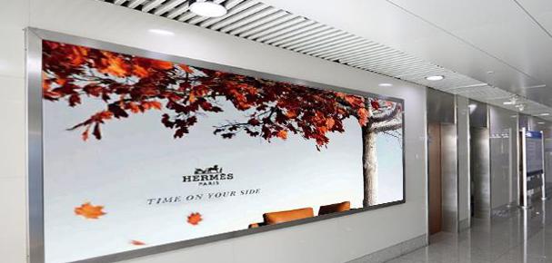 青岛机场T2到达层墙面灯箱广告(一个月)JC-Q28-T2