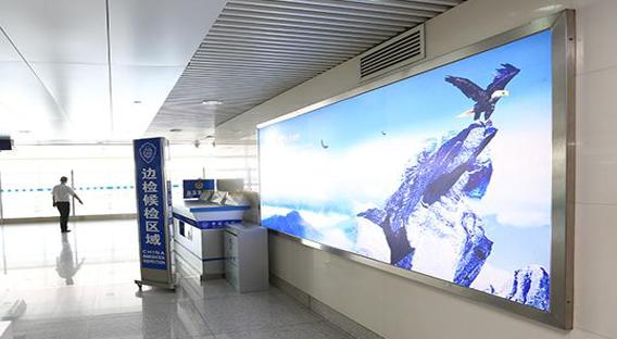青岛机场T2到达层墙面灯箱广告(一个月)JC-Q19-T2
