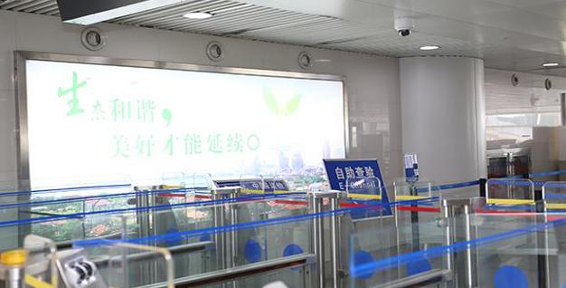 青岛机场T2到达层墙面灯箱广告(一个月)JC-Q25-T2