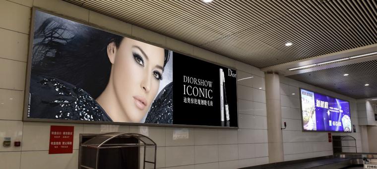 青岛机场T2出发层墙面灯箱广告(一个月)DA-Q2-T2