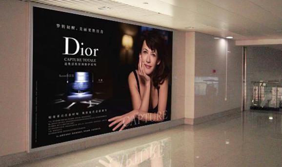 青岛机场T2到达层墙面灯箱广告(一个月)JC-Q7-T2