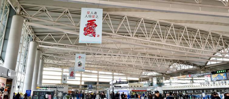 青岛机场T2出发层挂旗广告(一个月)CT-GQ5-T2至 CT-GQ8-T2