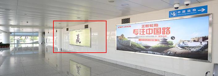 青岛机场T2到达层墙面灯箱广告(一个月)JC-Q34-T2