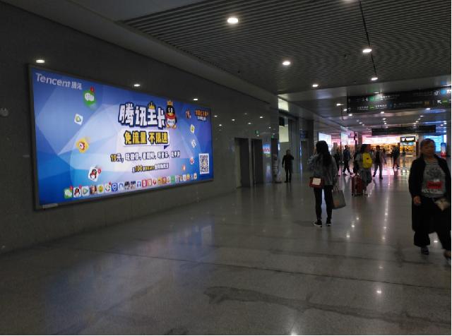 重庆高铁北站换乘大厅右侧灯箱广告(编号:MY-5)