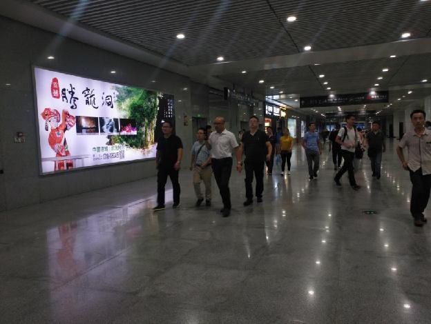 重庆高铁北站换乘大厅左侧灯箱广告(编号:MY-3)