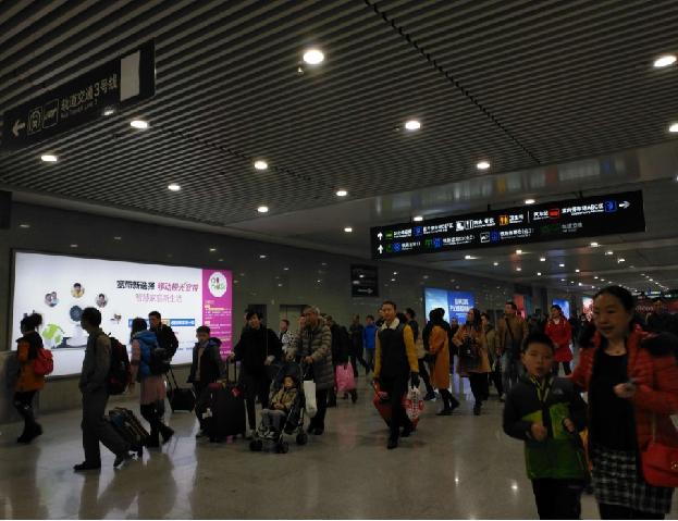 重庆高铁北站换乘大厅右侧灯箱广告(编号:MY-4)