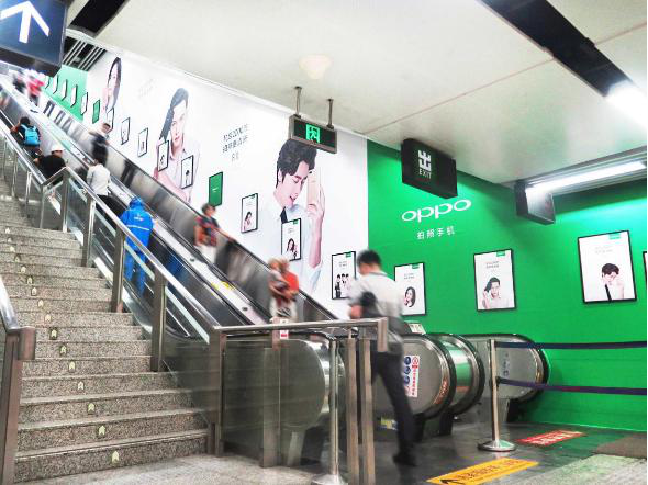 杭州地铁A+级站点梯牌墙画广告(4周)