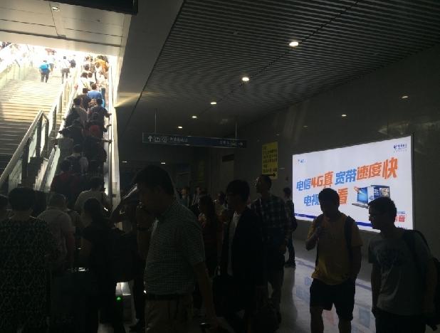重庆高铁北站出站口右侧扶梯旁灯箱广告(编号:MY-15)