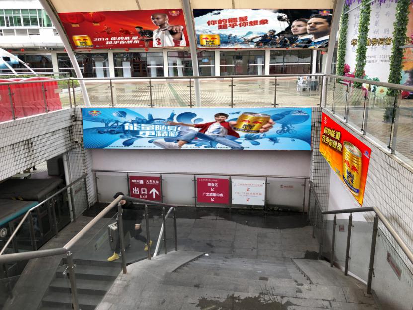 广州东站汽车客运站出站口楼梯通道广告位A17(下左 一年)
