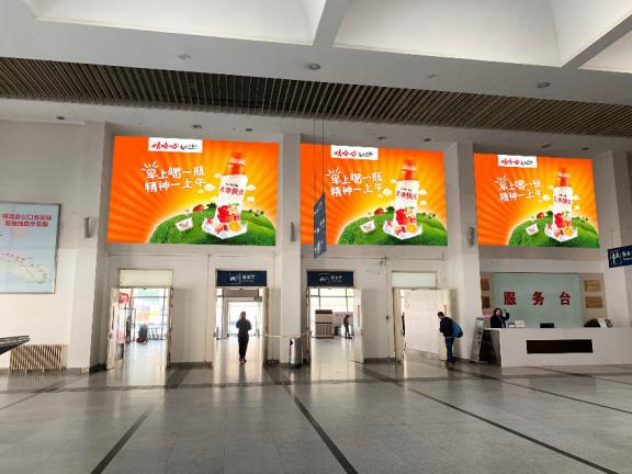 北京祥龙赵公口客运站中厅服务台安检口正上方广告牌