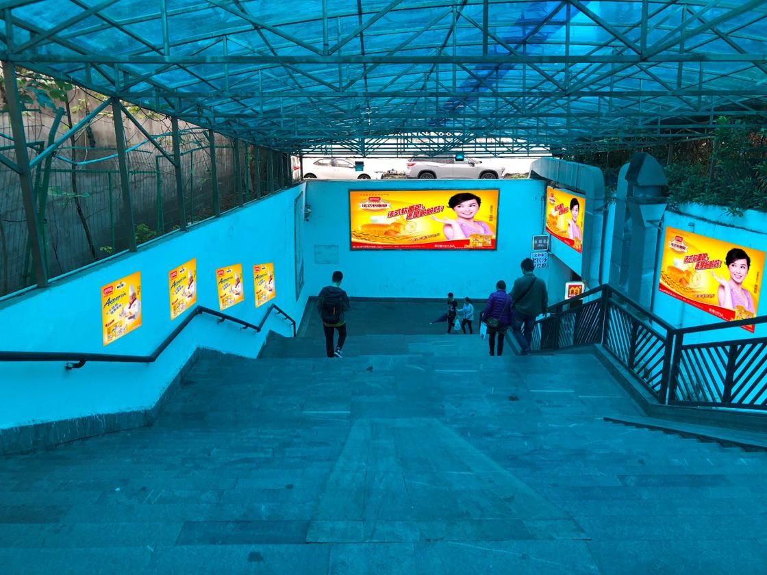 广州东站汽车客运站进出站楼梯通道广告位A09-11(左 一年)
