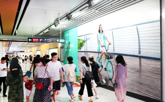 无锡地铁三阳广场站品牌通道G3墙贴(大东方通道)广告(4周)