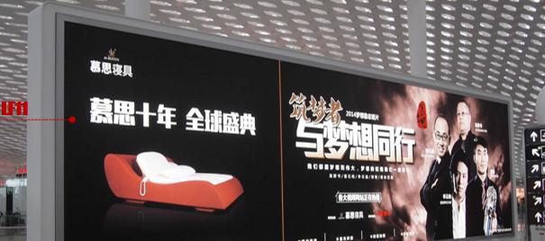 深圳宝安国际机场F4办票大厅落地灯箱广告LF11+12(一年)