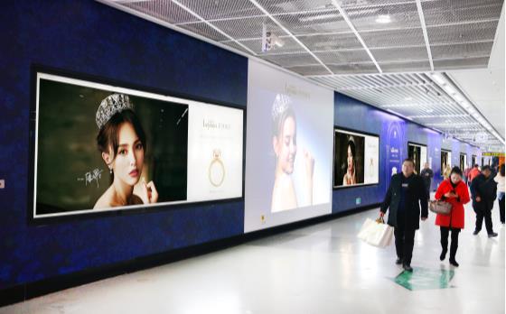 无锡地铁三阳广场站站厅品牌长廊A区广告(4周)
