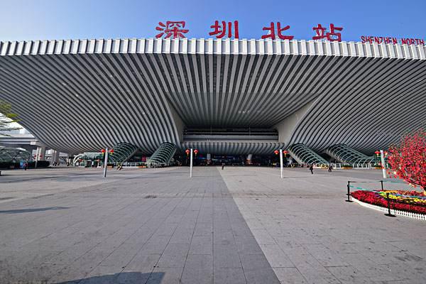 深圳北站高铁站大型出发厅检票口LED(105吋 38台)