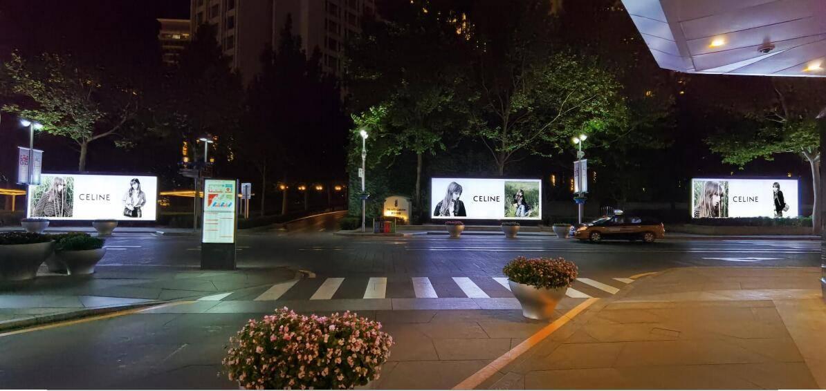北京华贸中心广场户外灯箱广告代理发布