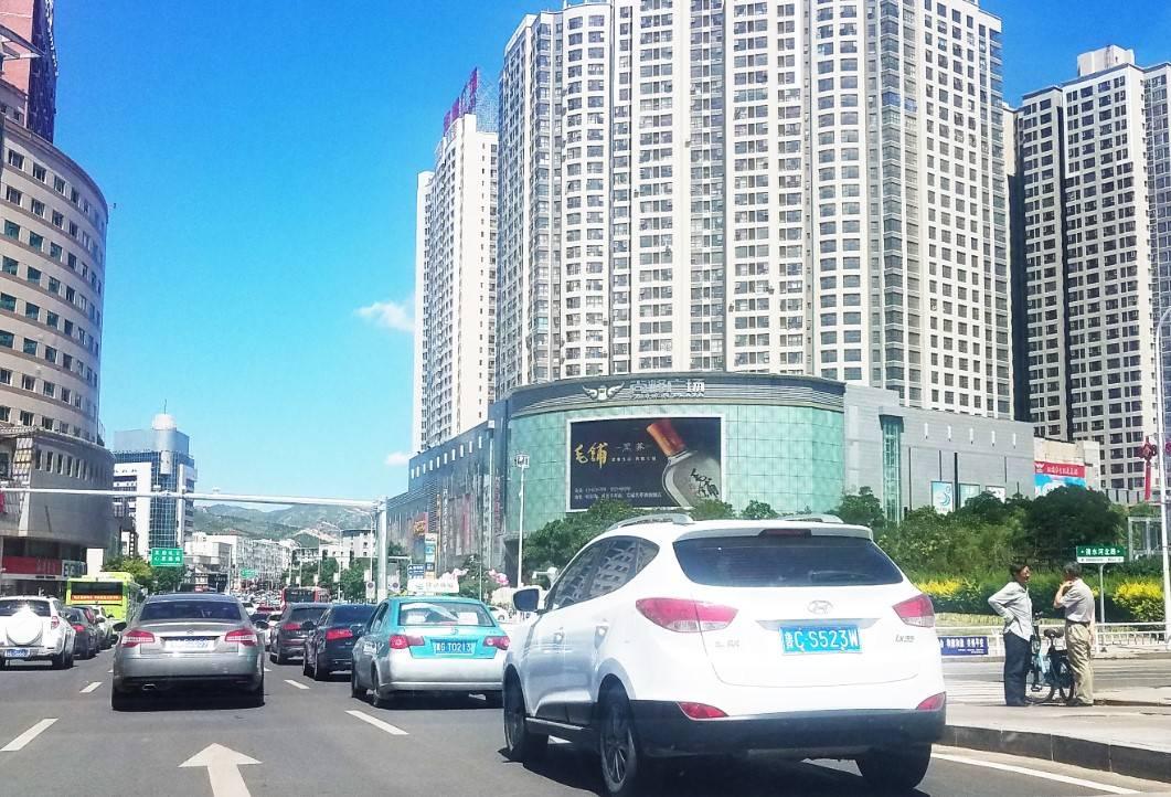 张家口市户外广告_张家口尚峰广场户外LED大屏广告