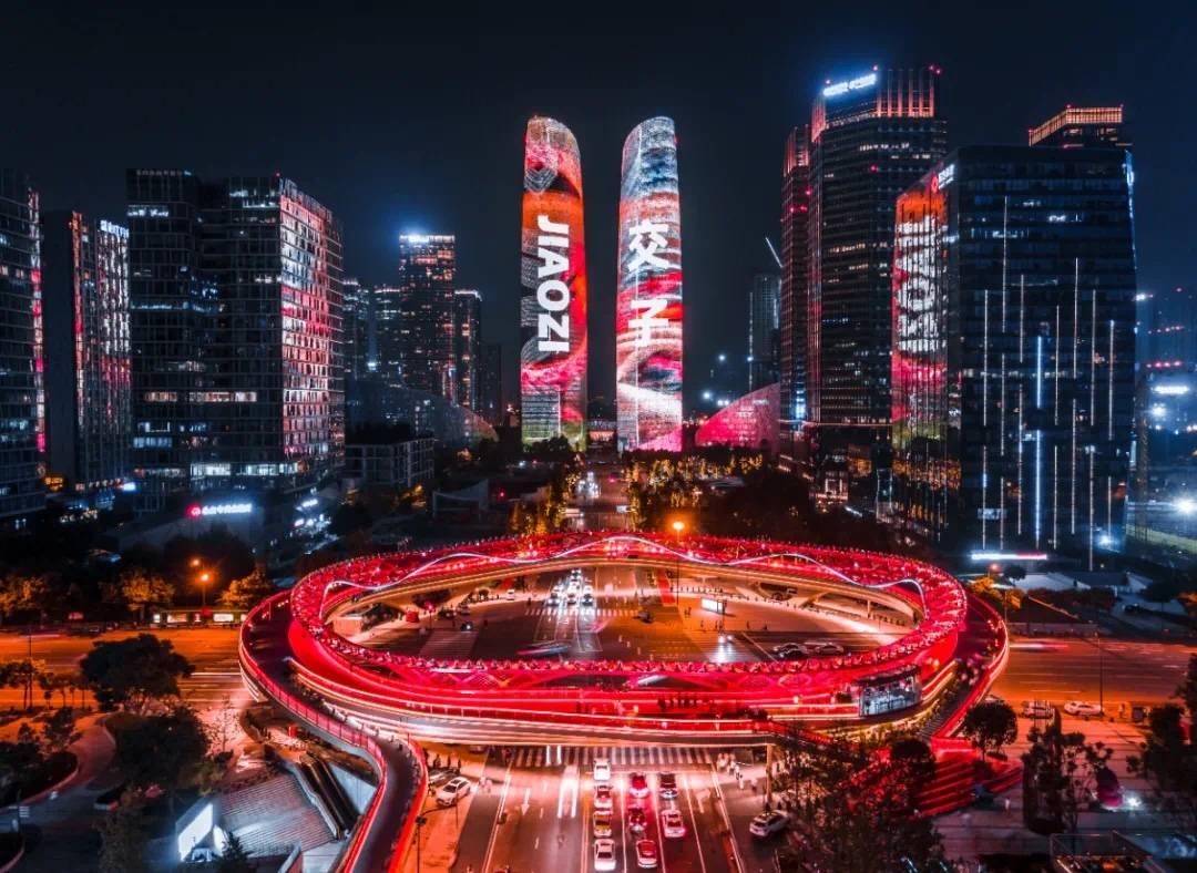 成都金融城双塔灯光秀广告,成都天府国际金融中心大屏